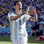 La alegría de Di María en el gol que le dió el pase a Cuartos a Argentina.