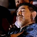 La mini siesta de Maradona en un discurso de Nicolás Maduro. JA!