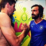 El saludo de dos grandes leyendas en el Mundial de Brasil: Gerrard y Pirlo.