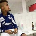 Boateng en un control antidoping fumando y con una cerveza. JA!