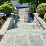 neue Eingangstreppe mit Tessiner Granit