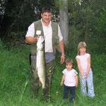 Hechtdame 98cm, 6,3kg gefangen von Klaiber Christian im Gumpen an der Zusam. Köder war ein Bunny-Streamer