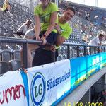 Mit als erste im Olympia-Stadion - Flor, Brinie und LGS-Banner