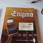 """Il libro """"Enigma"""" illustrato a colori sulle macchine criptografe, edito dal Prof. Tom Perera W1TP"""