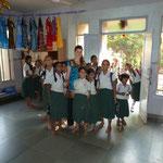 Pia mit Mädchengruppe