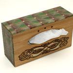 Box des Dagda - eichegebeitzt, Brandmalerei, Acrylmalerei, bitumenlackiert, klarlackiert - B: 24 T: 8 H: 13 cm - € 24,00