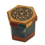 Medieval Mandala - MDF-Box - nussbaumgebeitzt, Brandmalerei, Filzstiftbemalung, Acrylmalerei, Leinenpátina, Krakelee, bitumenlackiert, klarlackiert - B:  T:  H:  cm - € 15,50