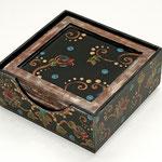 Barocko - MDF- Glasuntersetzer - 6er Set+Halter - Acrylmalerei, Leinenpátina, bitumenlackiert, klarlackiert - B: 10 T: 10 H: 0,5 cm - VERKAUFT