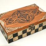 Teebox Avalon - Marmorierung & Acrylmalerei in Schachmuster, Eischalenmosaik, Brandmalerei - B:  T:  H:  cm