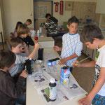 Ein einfaches Experiment zur Solarwärme wird vorbereitet