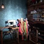 Sinamayrollen und eine alte Modistennähmaschine von Pfaff