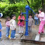 Wasserspielbereich mit Pumpe
