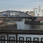Deutschherrenbrücke mit Blick auf Zufahrt zum Osthafen
