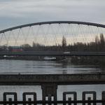 Deutschherrenbrücke mit Blick auf neue Mainbrücke