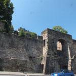 Mauerreste unterhalb vom Schloß