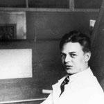 1929 bis 1931: Chefkonstrukteur der Versuchs- und Karosserieentwicklungsabteilung der Daimler-Benz AG in Sindelfingen. /  1929 – 1931:  Chief Engineer for test and development department at Daimler-Benz in Sindelfingen (Germany).