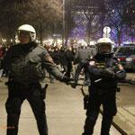 Bild aus dem Polizeikessel: Im Hintergrund tut sich was...