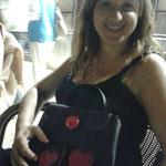 Maite de aperitivo por Reus  con su bolso Ester Love especial/ La Maite per Reus fent el vermut amb la seva bossa Ester Love