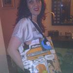 Desde Córdoba, Nuria Bueno con un bolso Alfonsa Comic / desde Córdoba, Nuria Bueno amb una bossa Alfonsa Comic.