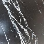 """Focus sur une imitation marbre """"marquina""""-Brasserie Paris 11 -"""