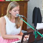 Auch Lieder mit Klavierbegleitung