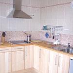 """Moderne """"IKEA""""-Küche mit allen Utensilien..."""