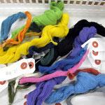 ヨコ糸の色見本 遠州縞に使われる色は渋く柔らかな日本の色