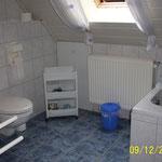 Bad, Waschbecken und WC