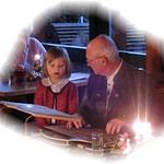 Nachwuchskünstler,kleine May-Enkeltochter mit Herrn Schubert