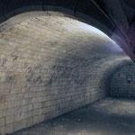 Ancienne cave du château offerte par le seigneur de Picquigny, en 1710, aux chanoines du chapitre.