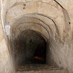 Escalier menant à la grande cave (8 mètres plus bas).