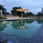 Solarschirm Reflexionen im Pool