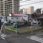 H30.10.9 胆振東部地震の影響で作業開始が遅れましたが、舗装撤去と仮囲いが始まりました。
