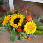 Strauß mit Sonnenblume