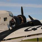 Ölstandskontrolle bei der Ju 52