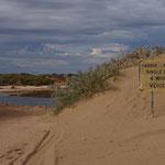 Im Cape Range National Park: Nach Regen und Sturm ist an eine Flussüberquerung überhaupt nicht zu denken!