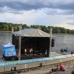 Polsky Rock auf schwimmender Bühne