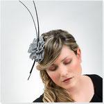 """""""Little Bird"""" :Haargestreck aus italienischem Rips mit schwarzen Federkielen."""