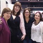 Die ersten Blogger treffen aufeinander: Barbara Christmann aus Italien, Tanja Marfo aus Hamburg, Jutta vom Kurvenreich-Blog und Manuela Cosenza aus Hamburg informierten sich über die neuesten Plussize-Modetrends für Herbst und Winter.