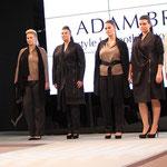 Der Schweizer Designer Adam Brody zeigte seine hochwertige Plussize-Mode auch auf dem Catwalk.