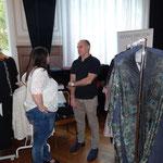 Manuela Cosenza fachsimpelt mit Plussize-Designer Adam Brody (Zürich).