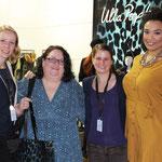 Sarah Ahlers (Ulla Popken), Manu Göbl (Berlin) und Nicola Karmires (Ulla Popken) sprachen über die neue Kollektion, Model Eileen präsentierte den Look.
