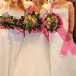 Romy und die beiden Finalistinnen, Vize Fräulein Kurvig Kerstin Goertz (rechts), 3. Finalistin Fräulein Kurvig Nele van den Mond (links): Alle drei haben einen Model-Vertrag gewonnen. - Foto: RTL Interactive/ Annchristin Gebhardt