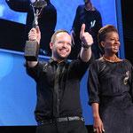 Alexander Lepschi mit Arabella Kiesbauer bei der Übergabe zum Avantgarde Hairdresser of the Year