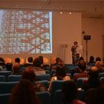 プレゼンテーションはフランス語と英語なので同時通訳がヘッドホンで入る。