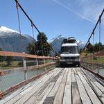 Vertrauenserweckende Hängebrücke
