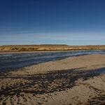 Morgenstimmung mit zugefrorenem Fluss