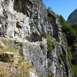 Der Weg, der von Hand in den Fels geschlagen wurde und noch heute mit PFerden begangen wird!