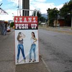 Push Up Jeans gefälligst? Das ist hier im Trend...