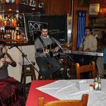 MastrAcústico: 2012-08-10 @ Café Beyrutti, Trinidad (Nacho Pereira - gtr, Valentina Pecora - flauta, perc, Andrés - voz y piano)
